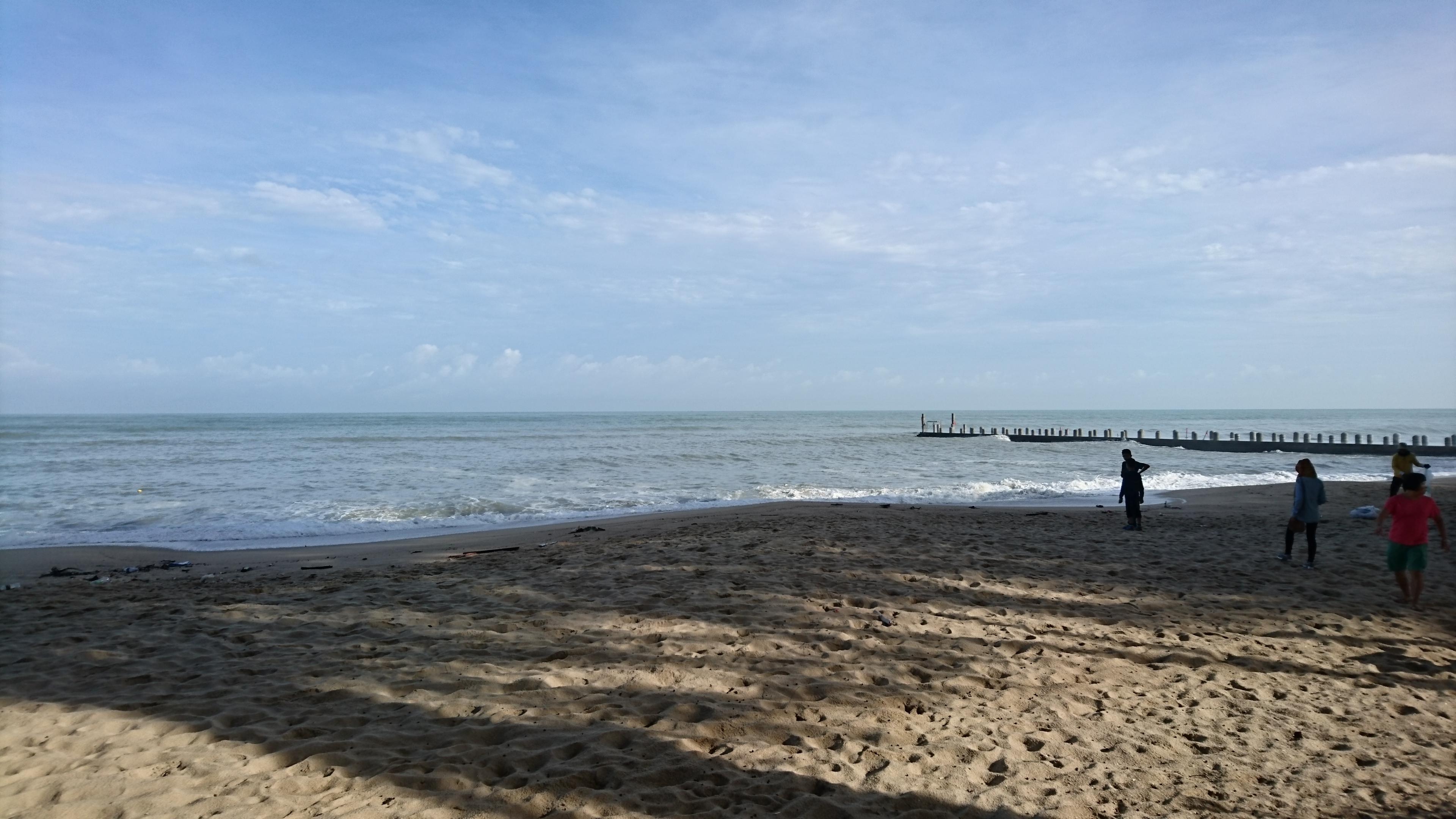 フェリンギビーチ。波が高い